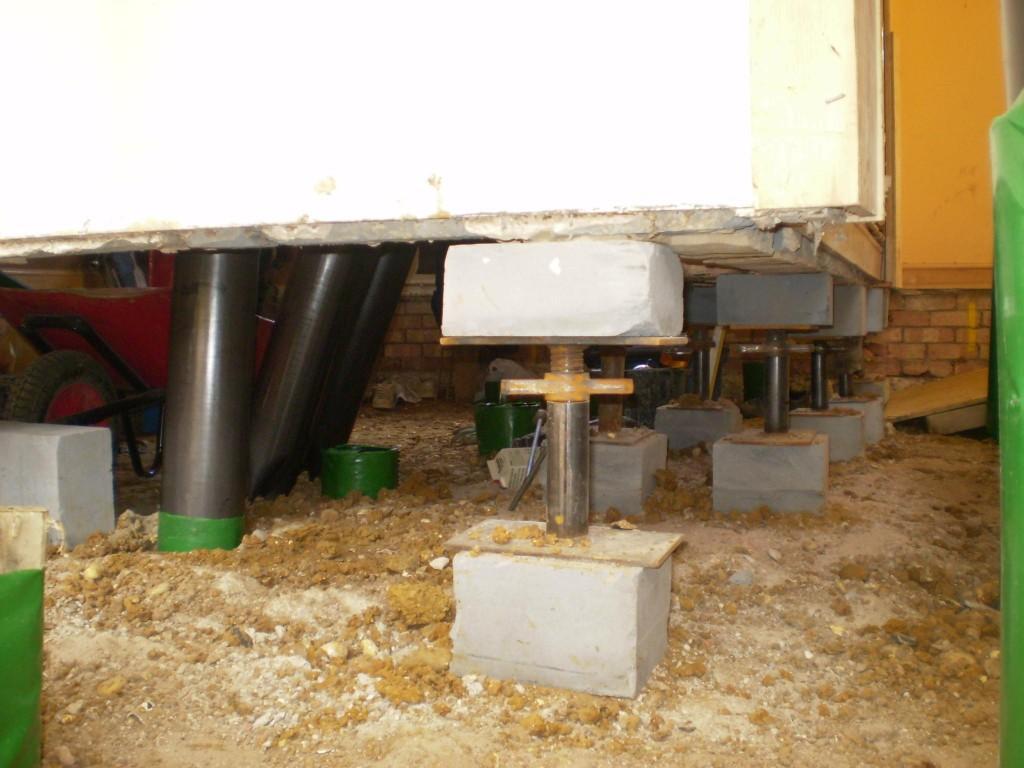 Morcon design screw jacks in-situ prior to pile installation.